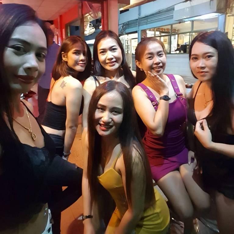 Many Beautiful Girls Await You At Fun Bar